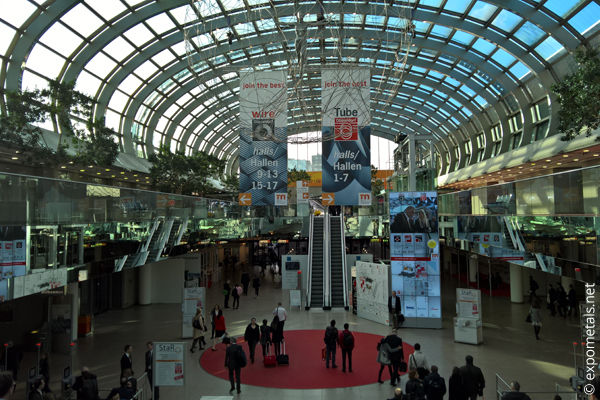 Visitatori alla fiera wire & Tube